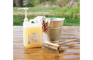 Såpskura din altan med Äkta Småländsk Linoljesåpa